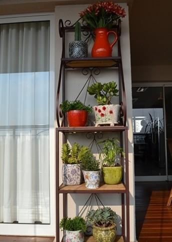 Jardim em pequenos espa os paisagismo legal - Estantes para plantas ...